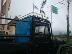 Rest Area dan jeep yang kami tumpangi (free of charge).
